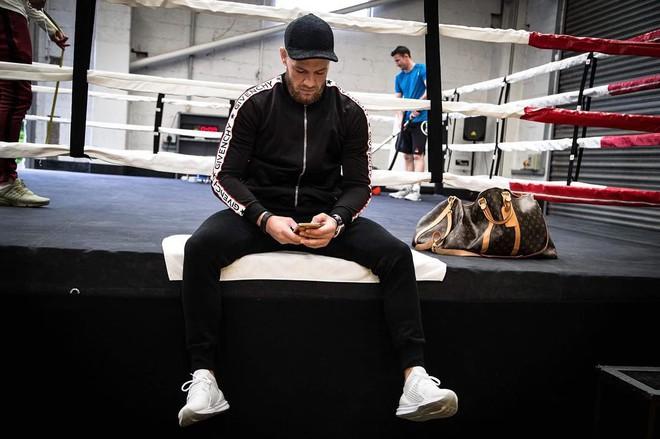 Không chỉ là võ sĩ triệu đô, Conor McGregor còn là một đầu giày hạng nặng với gu thời trang cực kỳ xuất sắc! - Ảnh 12.