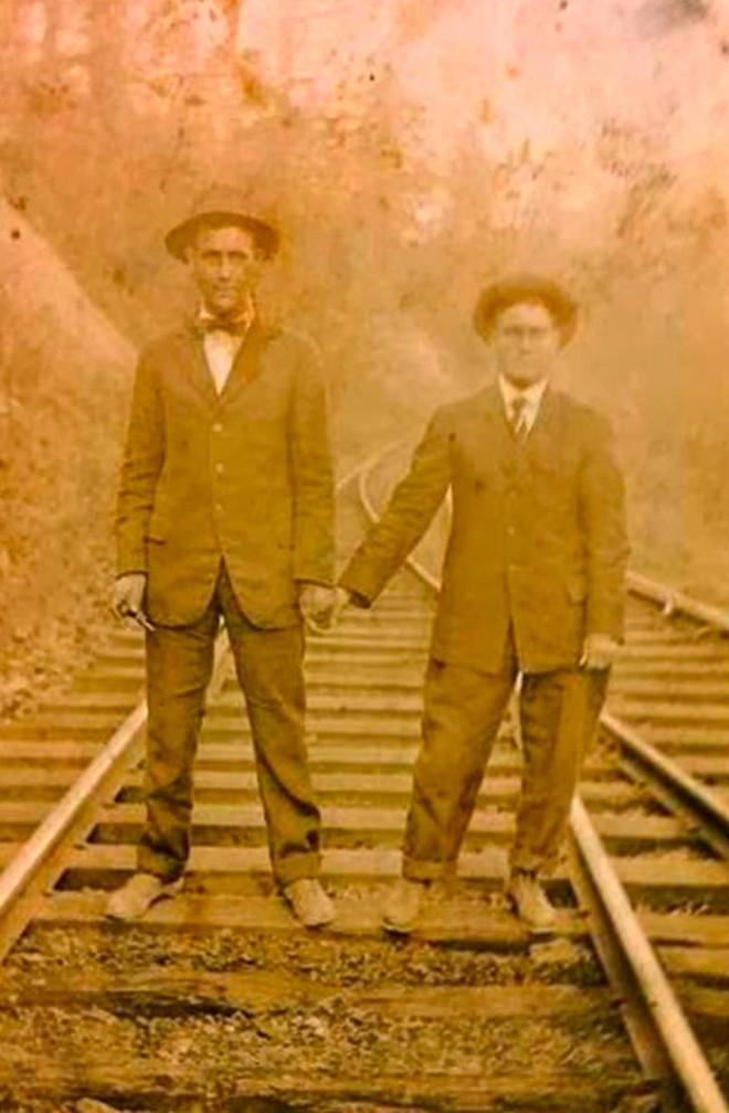 Những hình ảnh thân mật của các chàng trai cách đây 100 năm: Đồng tính không phải trào lưu - Ảnh 11.