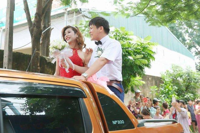 Hàng trăm người hiếu kì xem đám cưới của cô dâu chuyển giới và chú rể Thanh Hóa - Ảnh 5.