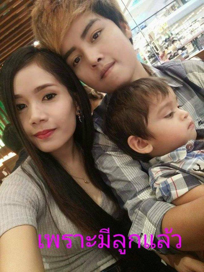 Tổ ấm hạnh phúc của cặp đồng tính nữ Thái Lan cùng cậu con trai kháu khỉnh khiến nhiều người ngưỡng mộ - Ảnh 1.