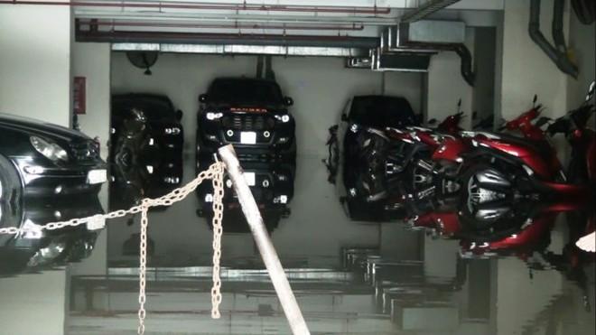 Nước nhấn chìm cả trăm xe máy, ô tô trong chung cư - ảnh 2