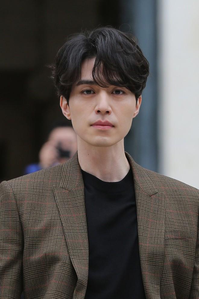 Đẳng cấp nhan sắc Lee Dong Wook: Tin được không khi tài tử U40 càng ngày càng đẹp như tượng thần Hy Lạp - Ảnh 2.