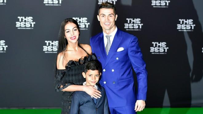 Georgina sinh sớm, Ronaldo chào đón cô công chúa Alana Martina - Ảnh 3.