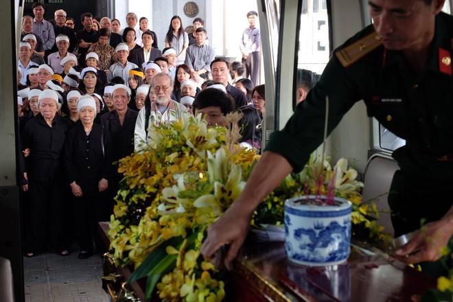 Người thân bật khóc bên linh cữu cụ bà Hoàng Thị Minh Hồ - người hiến hơn 5.000 lượng vàng cho nhà nước - Ảnh 19.