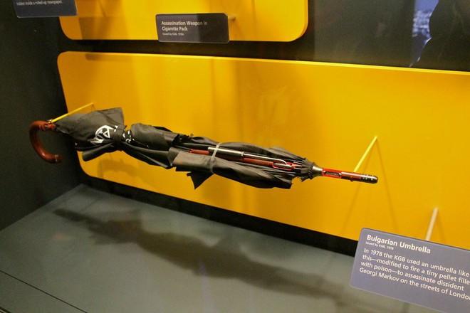 10 đồ chơi chết người của điệp viên Kingsman hóa ra đã có từ nửa thế kỷ trước rồi - Ảnh 9.