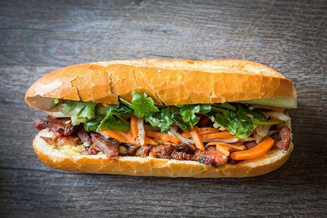 Báo chí nước ngoài ngợi khen bánh mì Việt Nam, xếp hạng trong top 10 món sandwich ngon nhất thế giới - Ảnh 2.