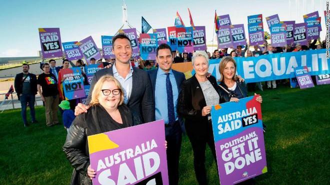 Nước Úc chính thức hợp pháp hóa hôn nhân cùng giới - Ảnh 1.