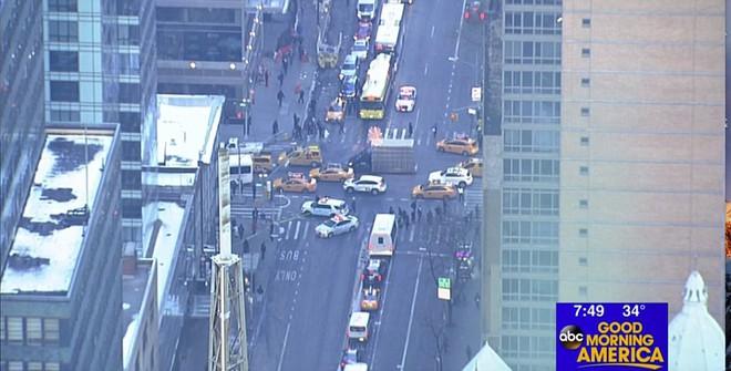 Khủng bố đánh bom gây nổ lớn khiến hai người bị thương tại Manhattan, New York: cảnh sát và cứu hỏa đã có mặt tại hiện trường - Ảnh 2.