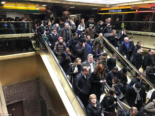 Khủng bố đánh bom gây nổ lớn khiến hai người bị thương tại Manhattan, New York: cảnh sát và cứu hỏa đã có mặt tại hiện trường - Ảnh 3.