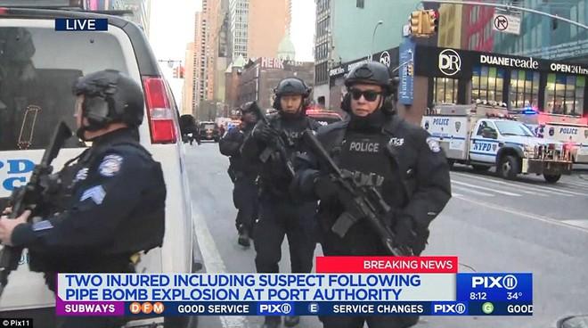 Khủng bố đánh bom gây nổ lớn khiến hai người bị thương tại Manhattan, New York: cảnh sát và cứu hỏa đã có mặt tại hiện trường - Ảnh 4.