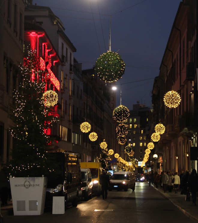 Khung cảnh đón Giáng sinh sớm ở nhiều nơi trên khắp thế giới: Lộng lẫy, nguy nga và ấm áp - ảnh 3