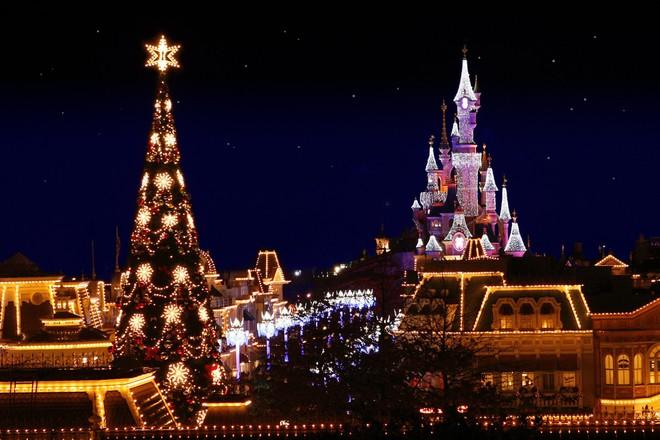 Khung cảnh đón Giáng sinh sớm ở nhiều nơi trên khắp thế giới: Lộng lẫy, nguy nga và ấm áp - ảnh 5