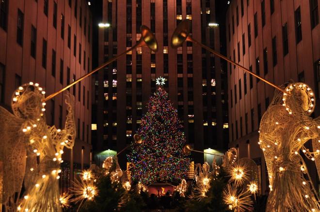 Khung cảnh đón Giáng sinh sớm ở nhiều nơi trên khắp thế giới: Lộng lẫy, nguy nga và ấm áp - ảnh 9