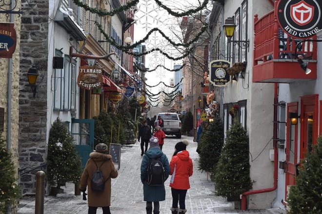 Khung cảnh đón Giáng sinh sớm ở nhiều nơi trên khắp thế giới: Lộng lẫy, nguy nga và ấm áp - ảnh 11