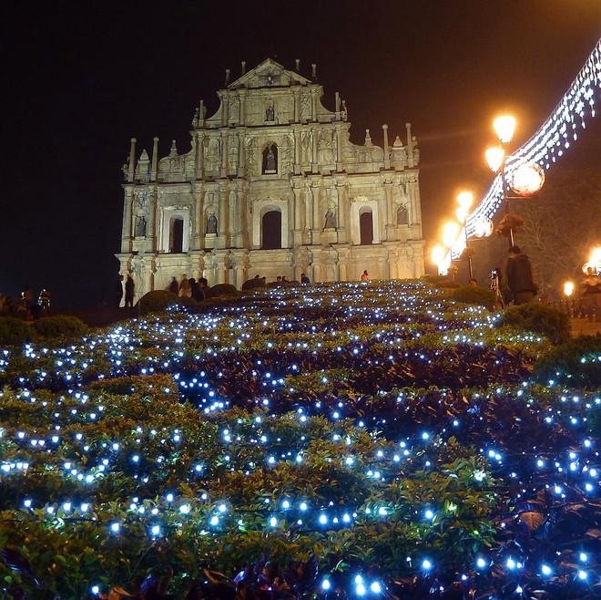 Khung cảnh đón Giáng sinh sớm ở nhiều nơi trên khắp thế giới: Lộng lẫy, nguy nga và ấm áp - ảnh 14