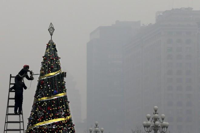 Khung cảnh đón Giáng sinh sớm ở nhiều nơi trên khắp thế giới: Lộng lẫy, nguy nga và ấm áp - ảnh 16