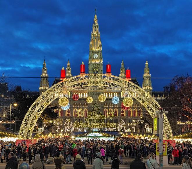 Không khí Giáng sinh ngập tràn trên toàn thế giới - ảnh 2