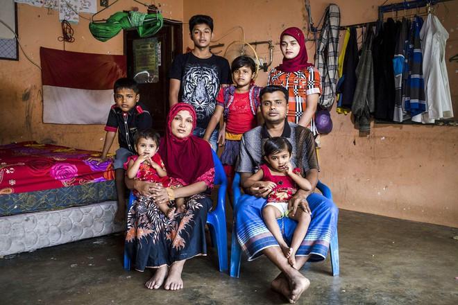Nếu ánh mắt đứa trẻ biết nói, chúng sẽ nói về nỗi khổ của cuộc đời tị nạn không biết đến niềm vui 10
