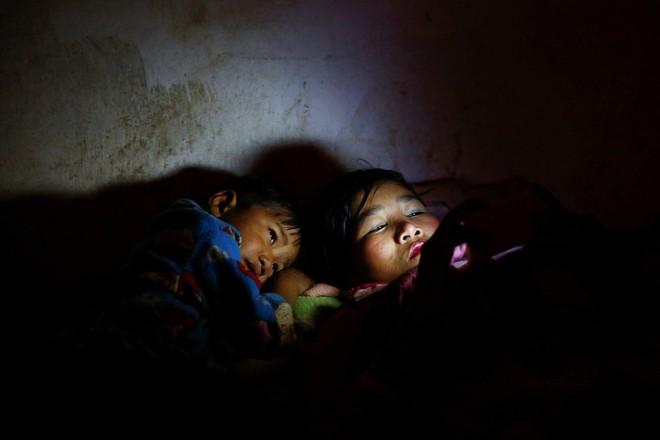 Nếu ánh mắt đứa trẻ biết nói, chúng sẽ nói về nỗi khổ của cuộc đời tị nạn không biết đến niềm vui 11