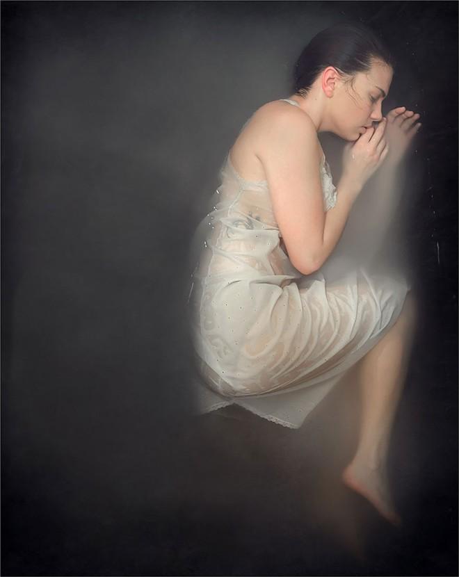 Bộ ảnh bóc trần những sự thật trần trụi phía sau hội chứng trầm cảm - thứ ký sinh tâm hồn nguy hiểm