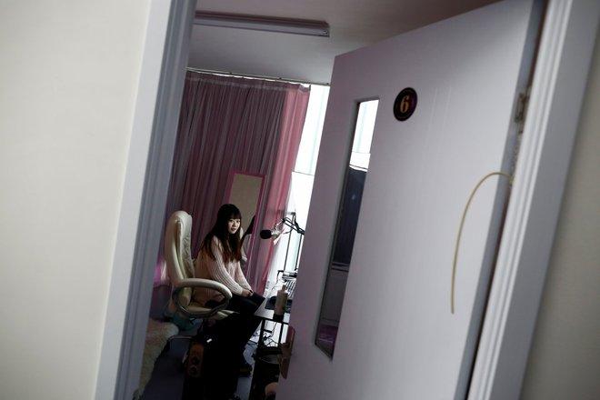 Nền công nghiệp hái ra tiền mới cho giới trẻ Trung Quốc: Chỉ cần livestream, có ngay vài chục triệu - Ảnh 13.