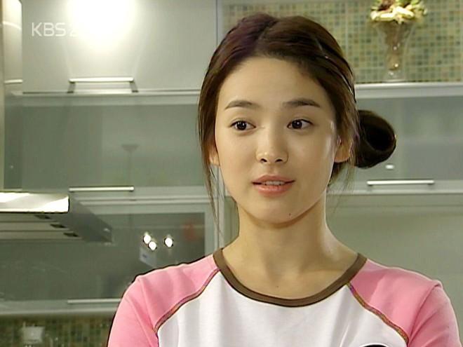 19 năm nhìn lại nhan sắc của Song Hye Kyo: Thì ra đây là lý do tường thành mãi không thể bị đạp đổ - Ảnh 14.