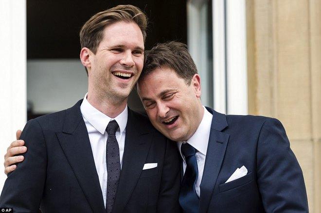 Giữa dàn Đệ nhất phu nhân tài sắc, chồng của Thủ tướng Luxembourg mới thực sự là tâm điểm gây chú ý - Ảnh 2.