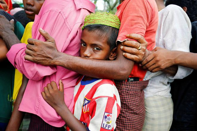 Nếu ánh mắt đứa trẻ biết nói, chúng sẽ nói về nỗi khổ của cuộc đời tị nạn không biết đến niềm vui 14