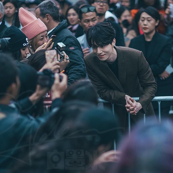 Đẳng cấp nhan sắc Lee Dong Wook: Xuất hiện như một vị thần, đến người dân Pháp cũng phải mê đắm - Ảnh 16.