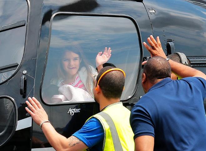 Suri Cruise và Harper Beckham: Hai cô bé nổi tiếng nhất thế giới có tuổi thơ trái ngược - Ảnh 19.