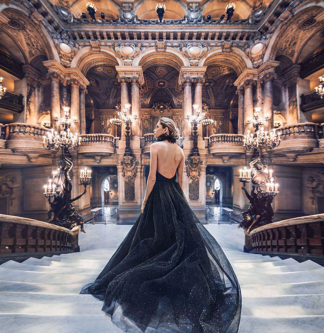 Chuyến chu du khắp thế gian của những bộ váy lộng lẫy - Ảnh 4.