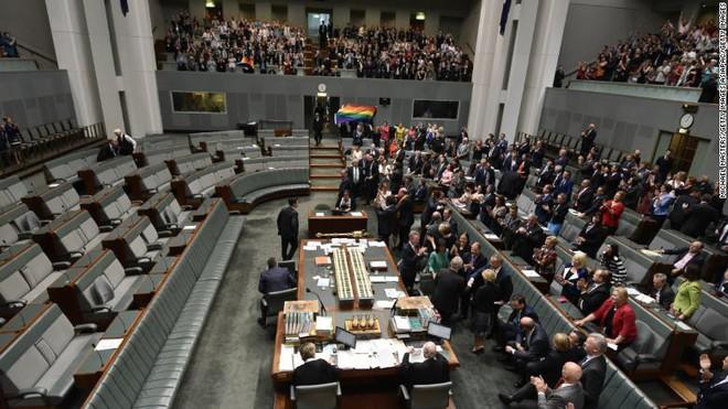 Nước Úc chính thức hợp pháp hóa hôn nhân cùng giới - Ảnh 2.