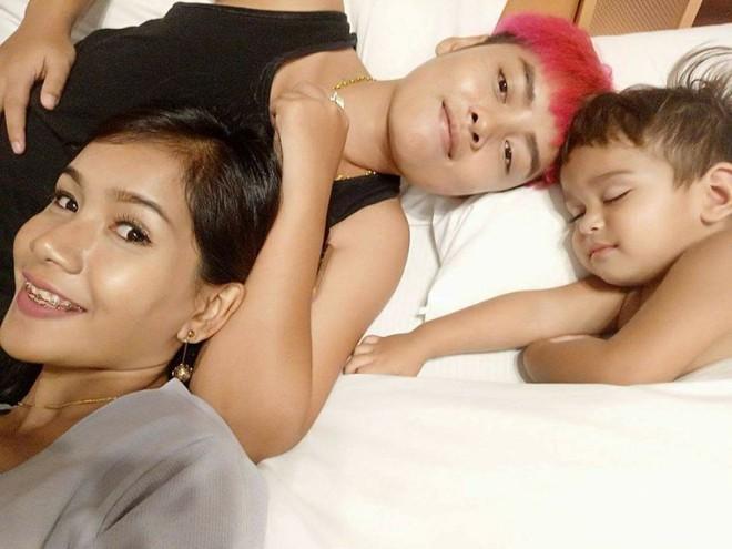 Tổ ấm hạnh phúc của cặp đồng tính nữ Thái Lan cùng cậu con trai kháu khỉnh khiến nhiều người ngưỡng mộ - Ảnh 4.