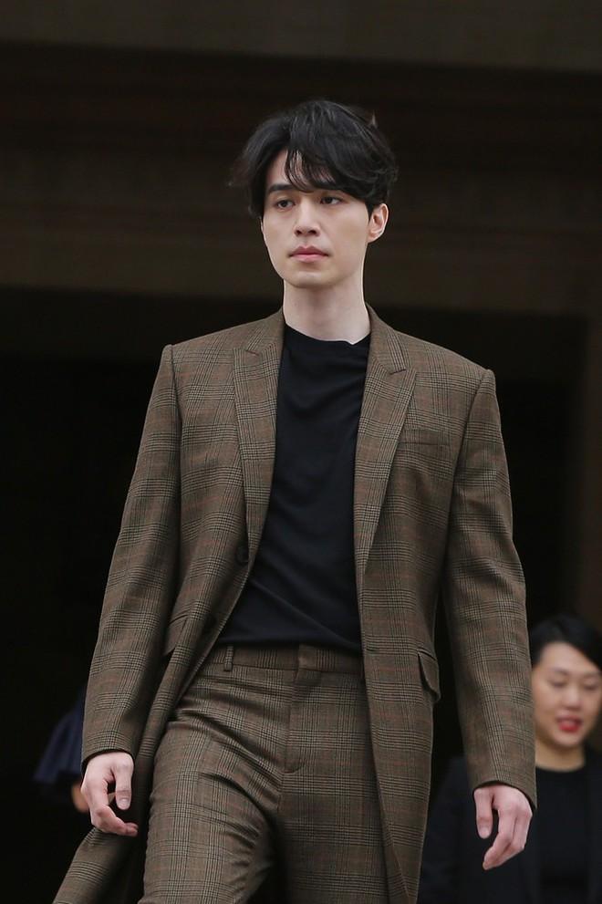 Đẳng cấp nhan sắc Lee Dong Wook: Tin được không khi tài tử U40 càng ngày càng đẹp như tượng thần Hy Lạp - Ảnh 36.
