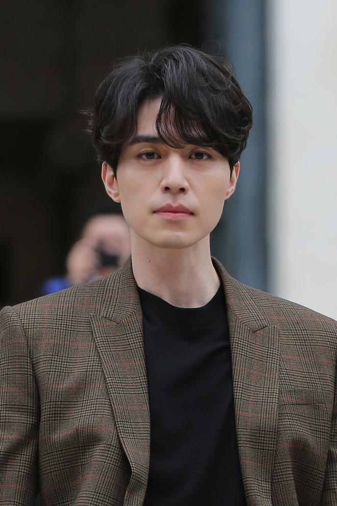 Đẳng cấp nhan sắc Lee Dong Wook: Xuất hiện như một vị thần, đến người dân Pháp cũng phải mê đắm - Ảnh 5.