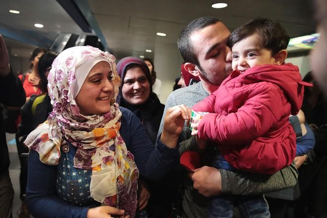 Nếu ánh mắt đứa trẻ biết nói, chúng sẽ nói về nỗi khổ của cuộc đời tị nạn không biết đến niềm vui 8