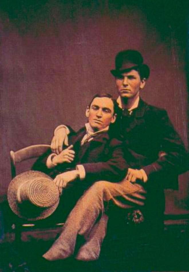 Những hình ảnh thân mật của các chàng trai cách đây 100 năm: Đồng tính không phải trào lưu - Ảnh 3.