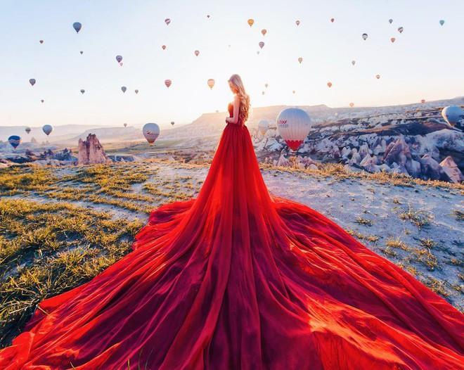 Chuyến chu du khắp thế gian của những bộ váy lộng lẫy - Ảnh 14.