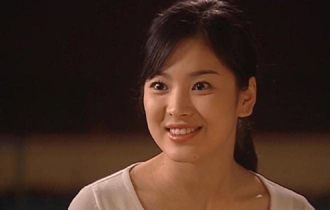 19 năm nhìn lại nhan sắc của Song Hye Kyo: Thì ra đây là lý do tường thành mãi không thể bị đạp đổ - Ảnh 9.
