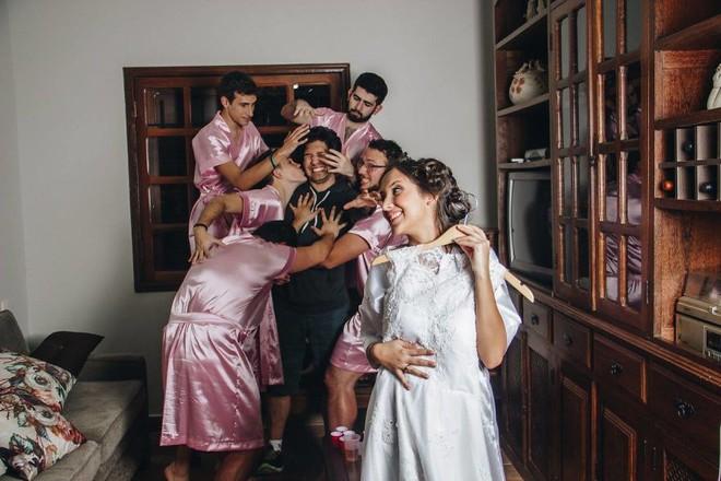 Khi cô dâu nhận ra mình chẳng có cô bạn gái nào và phải huy động anh em đến làm phù dâu - ảnh 10