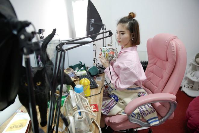 Nền công nghiệp hái ra tiền mới cho giới trẻ Trung Quốc: Chỉ cần livestream, có ngay vài chục triệu - Ảnh 11.