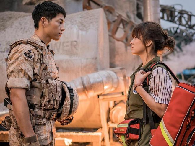 Diễn viên Hậu duệ mặt trời tiết lộ: Song Joong Ki từng ám chỉ chuyện hẹn hò nhưng không ai nhận ra? - Ảnh 4.