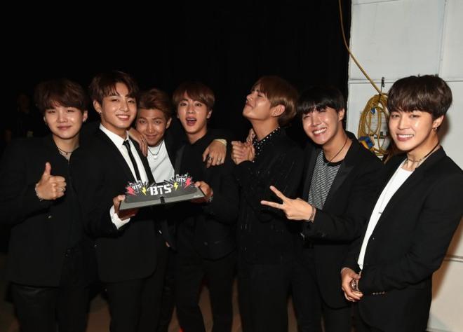 BTS cuối cùng đã trở thành nhóm nhạc Kpop đầu tiên thắng giải tại Billboard Music Awards! - Ảnh 2.
