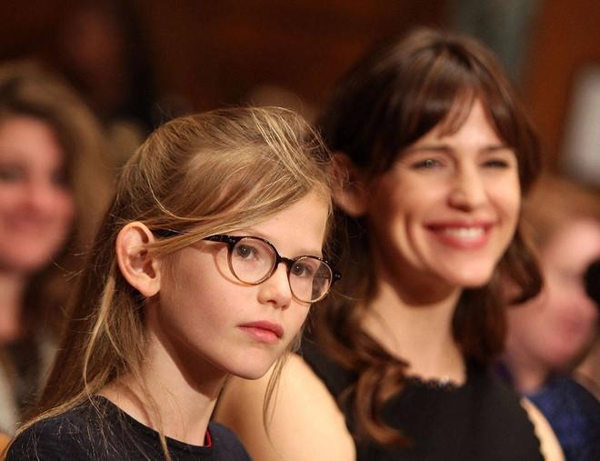 15 tiểu thư Hollywood thừa kế nhan sắc xinh đẹp từ các bà mẹ mỹ nhân - Ảnh 11.