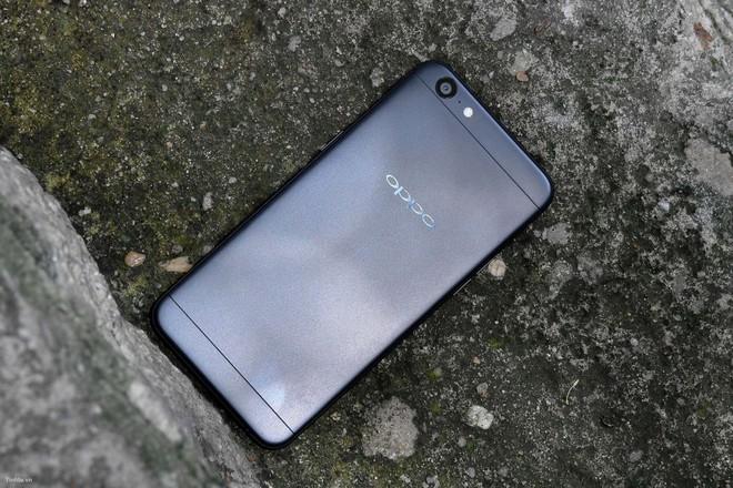 Loạt smartphone màu đen sang chảnh, dùng không sợ lỗi mốt - Ảnh 3.