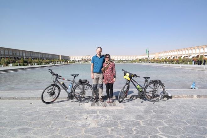 Cặp vợ chồng rong ruổi 11,000km trên xe đạp từ Hungary về Việt Nam: Hành trình trải nghiệm lòng tốt con người - Ảnh 8.