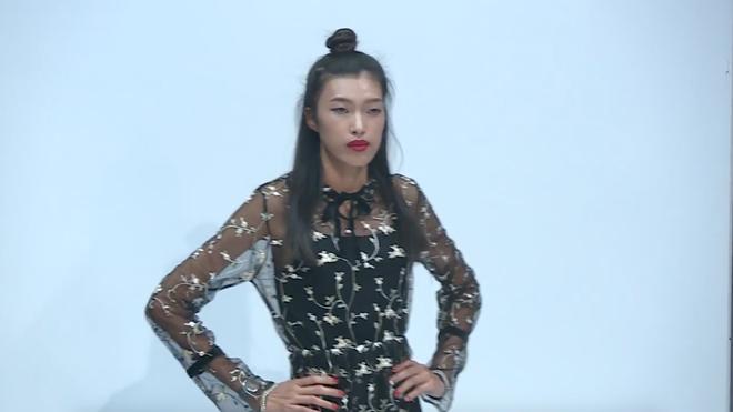 Võ Hoàng Yến giận dữ, chỉ thẳng mặt thí sinh Next Top vì nhai kẹo cao su - Ảnh 2.