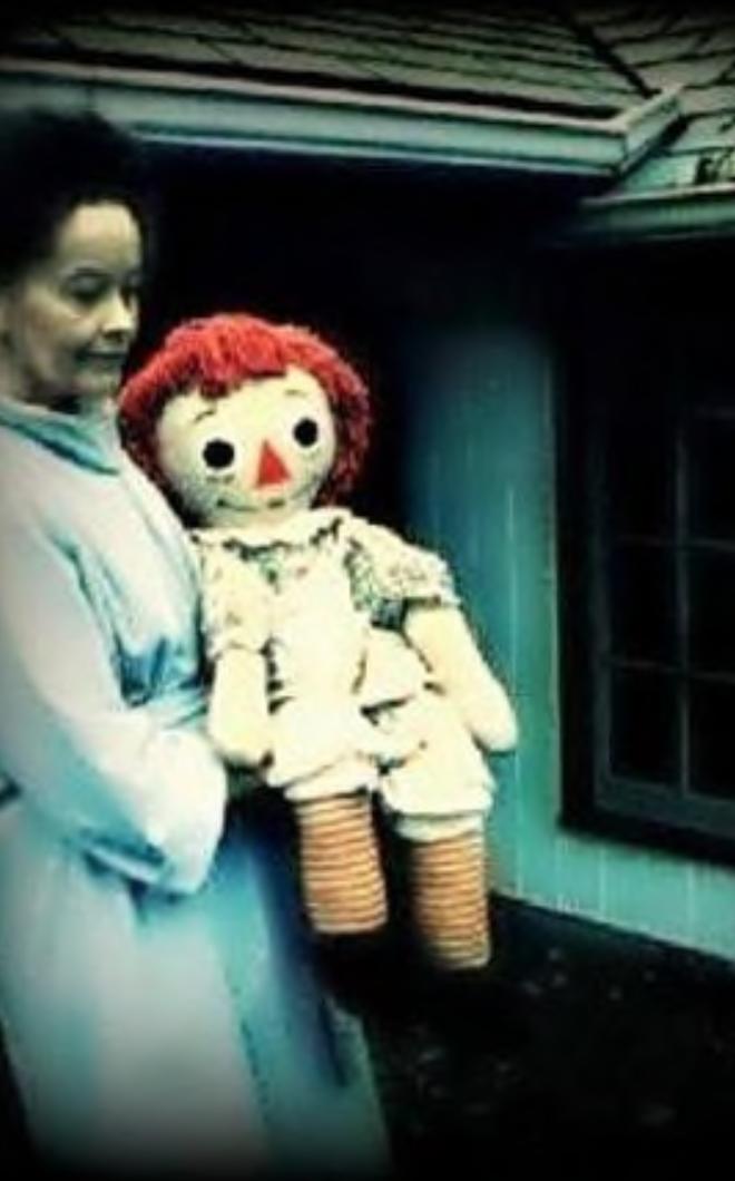 Truy tìm búp bê quỷ ám Annabelle ngoài đời thực - ảnh 2
