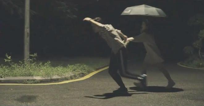 Quay MV cover Em gái mưa, Linh Ka nhận gạch vì chỉnh giọng quá nhiều - Ảnh 7.