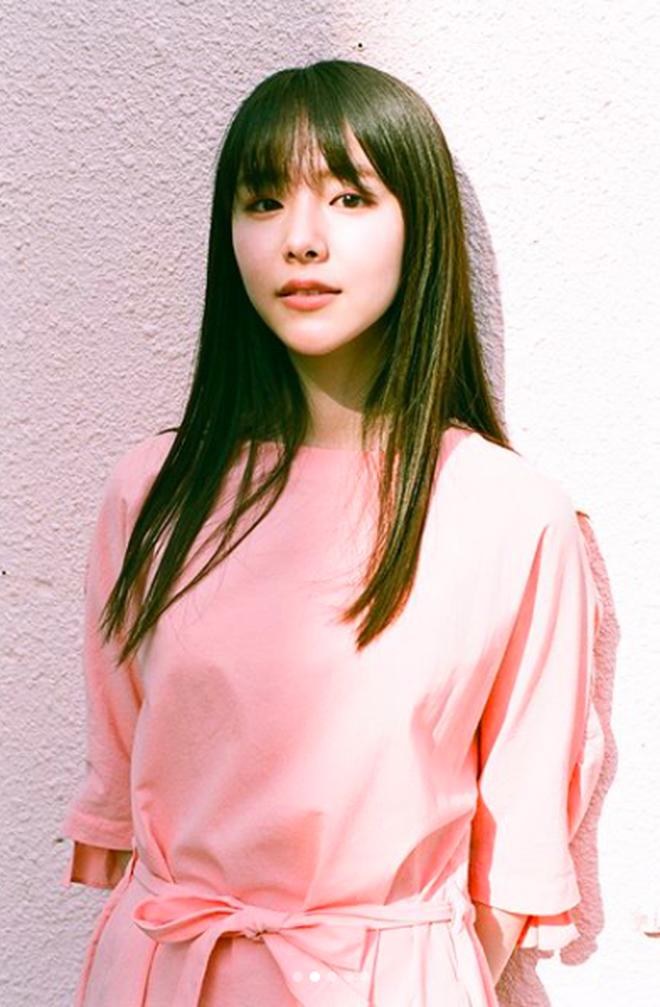 Từ công nhân, cô gái trẻ trở thành diễn viên triển vọng của Nhật Bản vì quá đẹp - Ảnh 2.